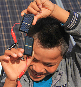 SOLAR POWERED TOYS AND KITS